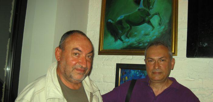 Христо Христов/ вдясно/ пред една от картините си