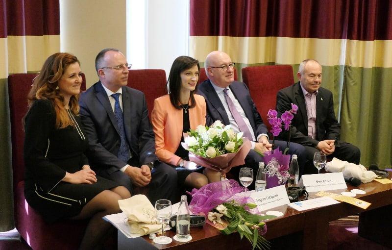 Министър Порожанов и комисарите Габриел и Хоган