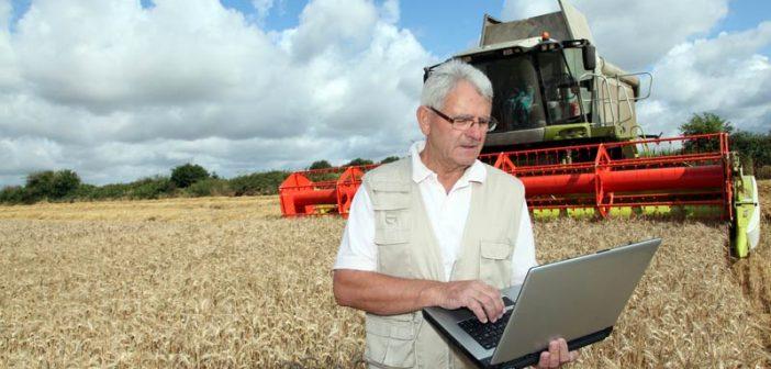 Фермер с лаптоп